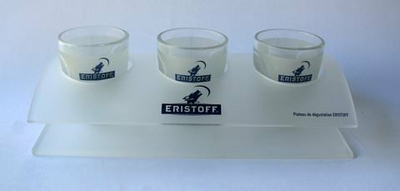 3  verres shooters Eristoff  avec support
